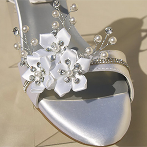 Hand Decorated Crystal And Flower 1 Inch Wedding Wedges White Off White Ivory Wide Width Available Wedding Products From Myonlineweddinghelp Com