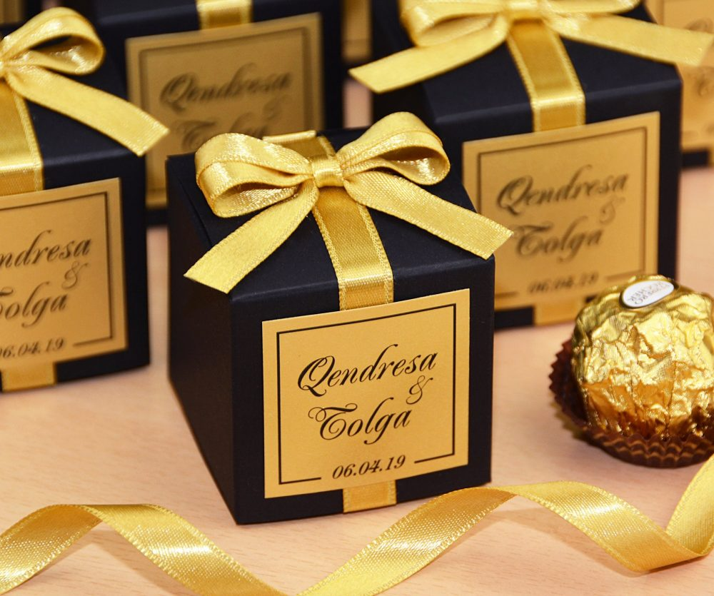 Black & Gold Wedding Favor Boxes For Guests. Elegant Wedding Bonbonniere. Personalized Candy Box With Satin Ribbon, Bow & Custom Tag