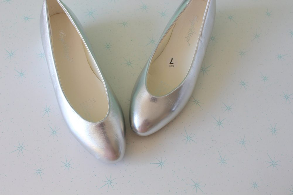1980S Silver Ballerina Mary Jane Flats....size 7 Womens....flats. Tan. Hipster. Retro. Closed Toed. Dancing. Ballet. Indie. Mod. Wedding