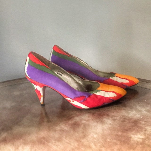 New Wave Pumps 6.5 Vintage 1980S Multicolor Punk Heels By J Renee' Couture Collection Bold Orange Red Purple Green Fabric Upper Leather Sole
