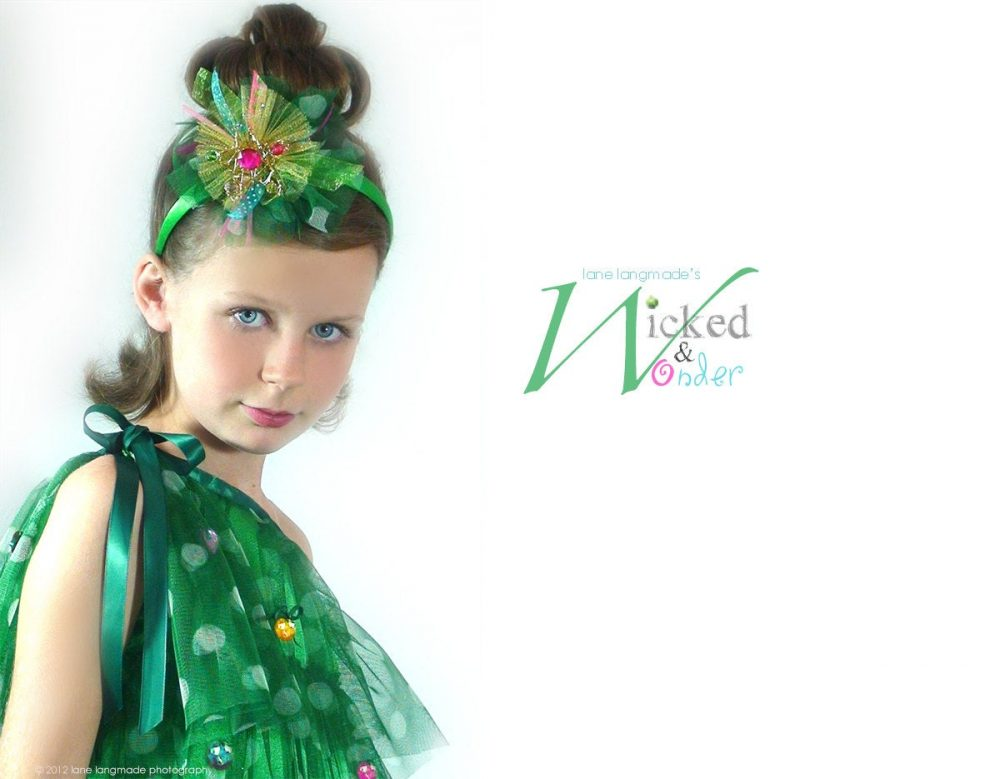 Christmas Dress Girls, Holiday Party For Kids, Tree With Grinch Ornaments, Tween Teen Pine Tree Green