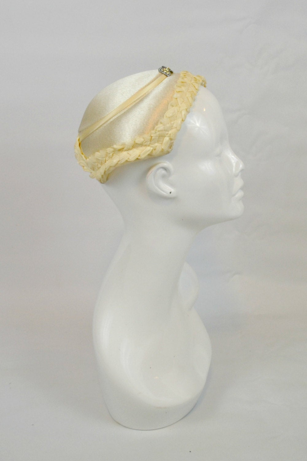 1950S Ivory Wedding Fascinator Hat With Bow Rhinestone, Bridal, Wedding, Retro