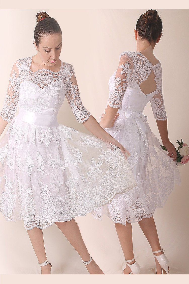 Lace Short Plus Size Bridal Gown , Romantic Wedding Party Dress Custom Color Knee Length With Sleeve/Beach