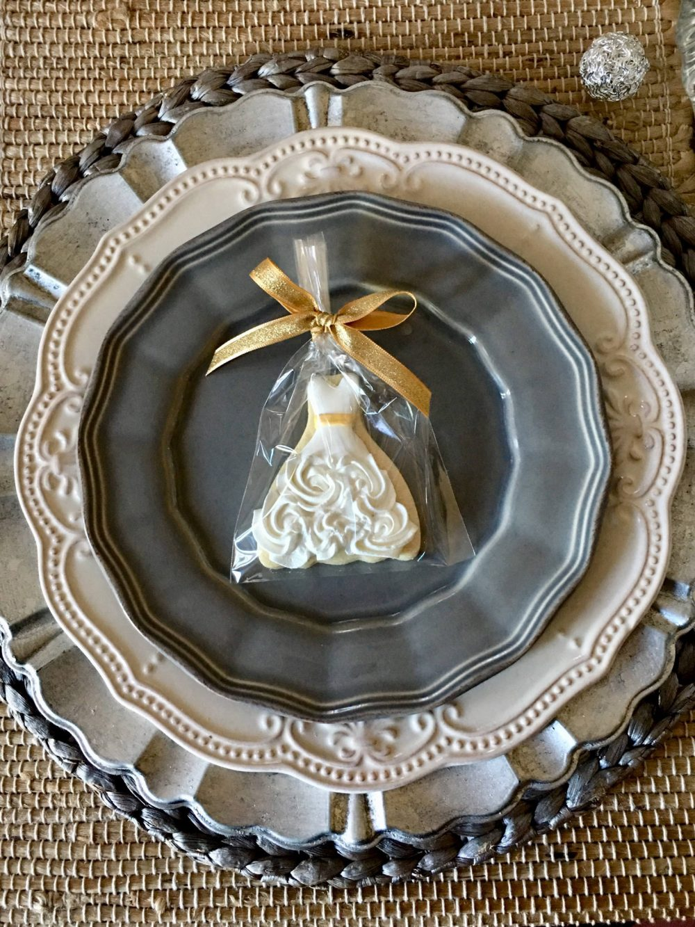 Petite Rosette Wedding Gown & Matching Groom Cookie Favors, 100 Pcs