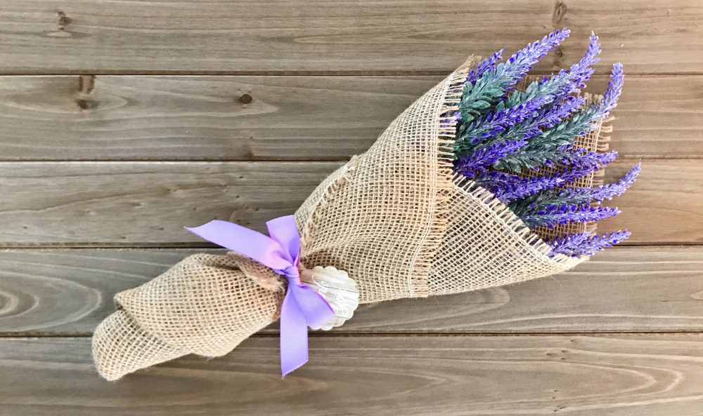 Set Of 10 Lavender Bouquets, Favors, Small Bouquet, in Burlap, Wedding Rustic Thank You Favors