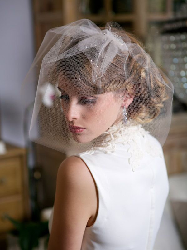 Short Blusher Veil With Crystals Birdcage Wedding With Comb Beaded Small Face Rhinestone Bridal Hairpiece Hair Accessory