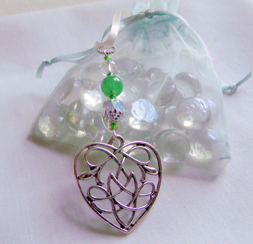 Irish Wedding Favors - Set Of 10 Knot Heart Charm Green Spring Guest Gifts Love Is Forever Bridesmaids Celtic Shamrock Memento
