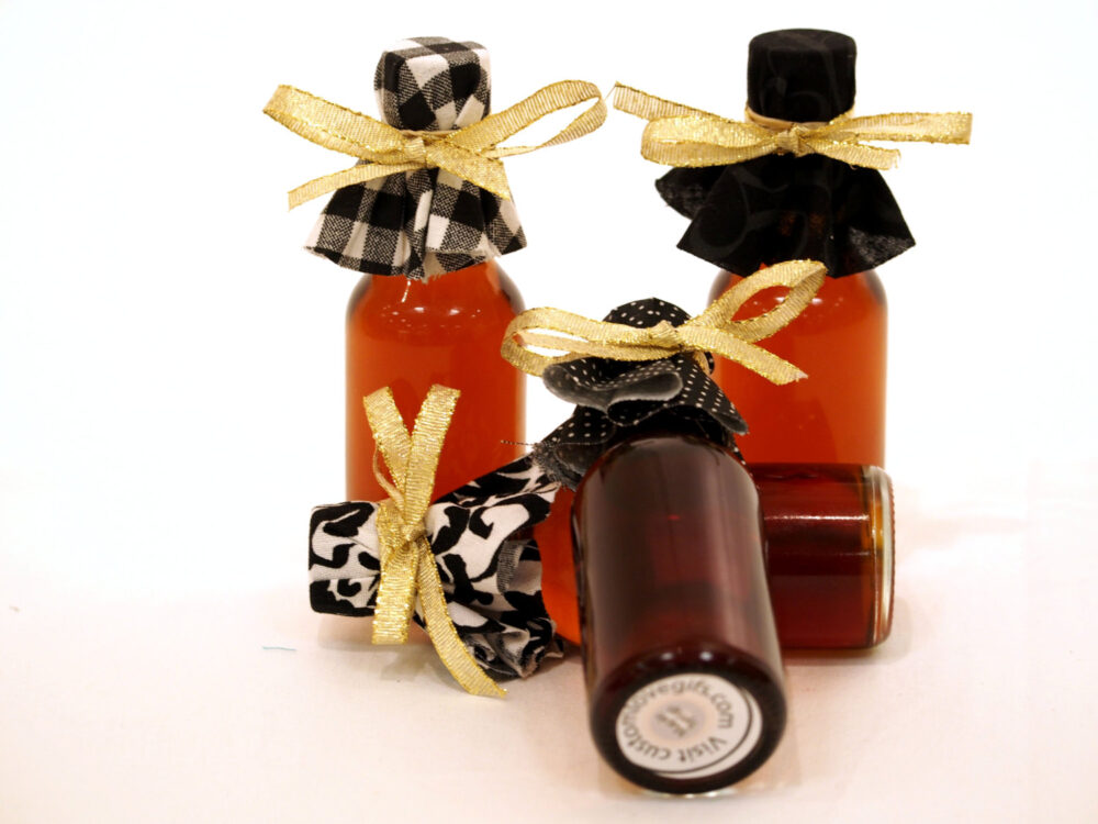 50 Personalized Wedding Favor Bottles, Mini Syrup Bottle