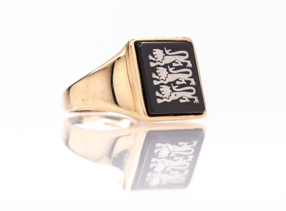 Mens Signet Ring, Mens Onyx Ring, England Royal Arms, Lions 9 Karat, Unique, Lion Motif, Classy Gents Ring