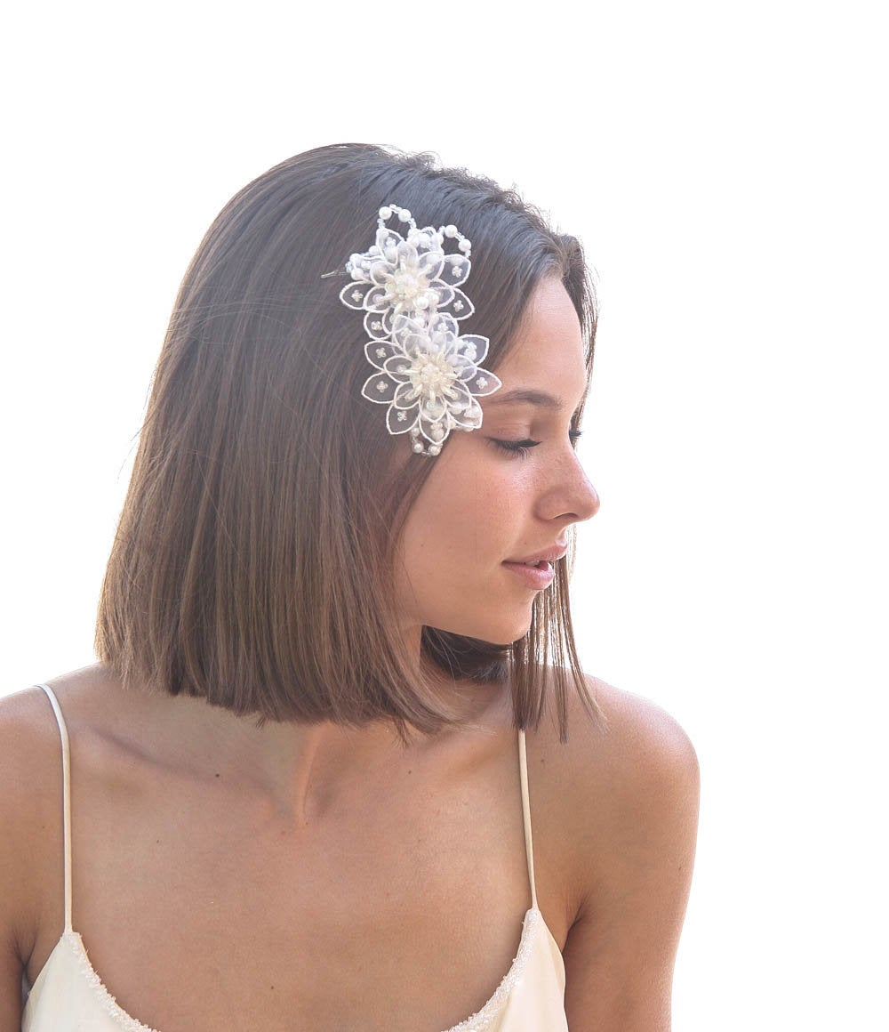 White Lace Bridal Comb, Vintage Headpiece Beaded Flower & Pearl Hair Accessory For Your Wedding Day