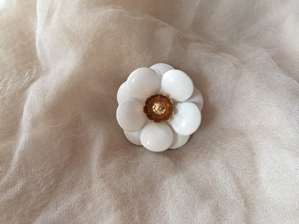 60S Sarah Coventry White Flower Pin Brooch Spring Woodland Nature Bride Wedding Bridal Bridesmaid Mother Gift Witch Elf Elven Fairy