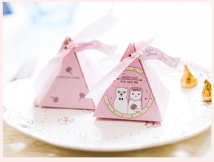 50Pcs, 100Pcs Bear Family Triangular Gift Box With Triangle Galaxy Vintage Wedding Candy Favors & Gifts Bag Party Decorations