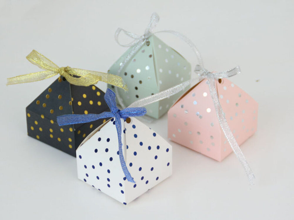 50Pcs, 100Pcs Triangular Gift Box With Starry Sky Galaxy Vintage Wedding Candy Favors & Gifts Bag Party Decorations