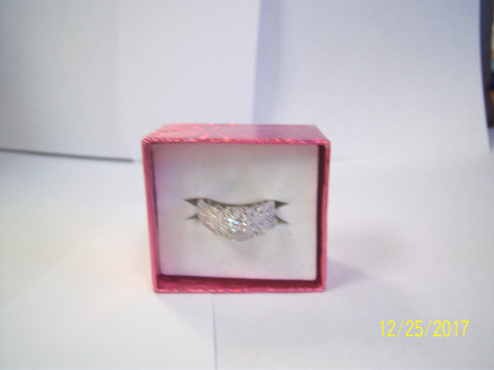 2010 Silver Bands With Clear Gass Stones. Steel, Metal Band. Round Shaped Center Stone. Size 8 Woman's Ring Costume Jewelry