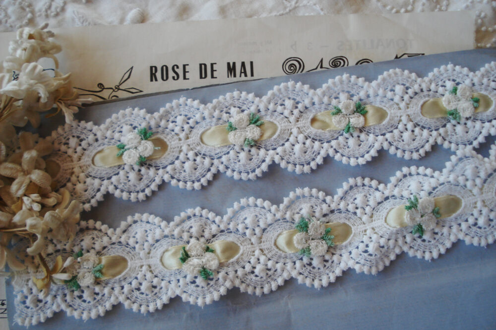 "18"" Vintage Venise White Flower Applique Yellow Satin Insert Ribbon Schiffli Lace French Doll Sewing Trim Quilt Novelty Scallop Bobble"