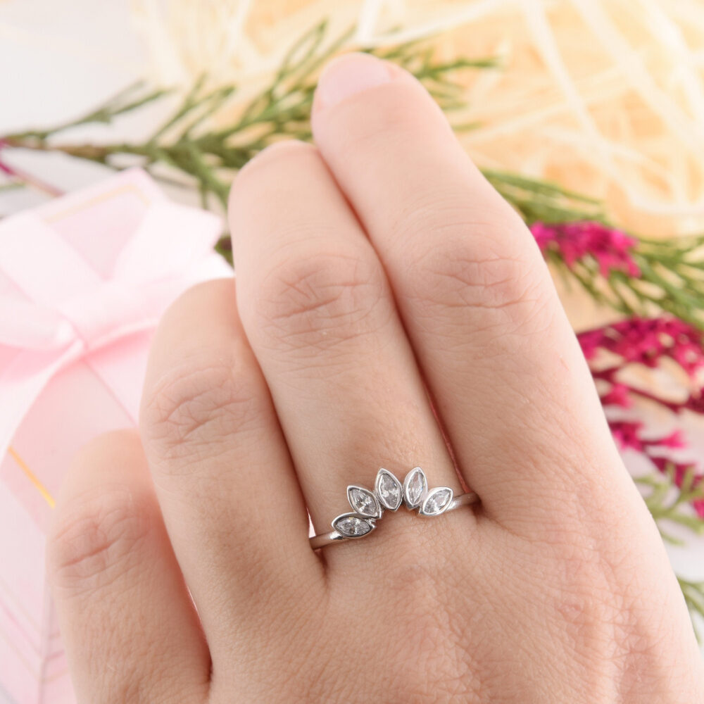 925 Sterling Silver Bezel Cut Curved Womens Wedding Band, Unique Crown Simple & Dainty Tiara Band, Nesting Band