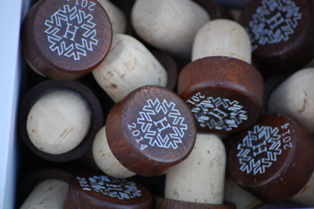 Personalized Wedding Favors, Wooden Wine Stopper, Rustic Wedding, Any Quantity, Snowflake Winter