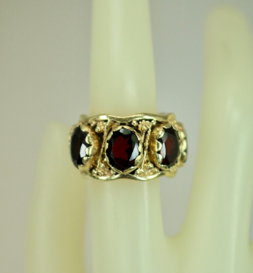 Vintage 14K Yellow Gold Infinity Or Eternity Band Ring With 10Ctw Garnets Engagement Wedding Anniversary Stack Pinkie Sz 4.75