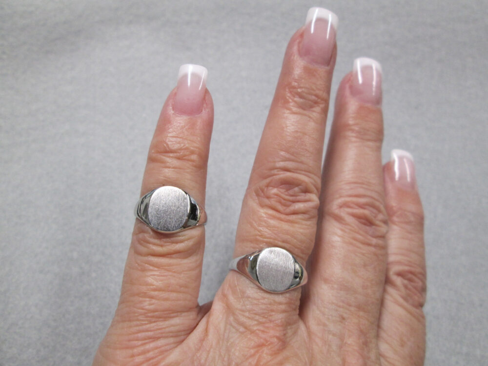 Beautiful Solid Sterling Silver Signet Rings> Unisex Design>Mid Size> Monogram> Initial Ring>Engravable>Vintage 60's, New Old Stock>#r4