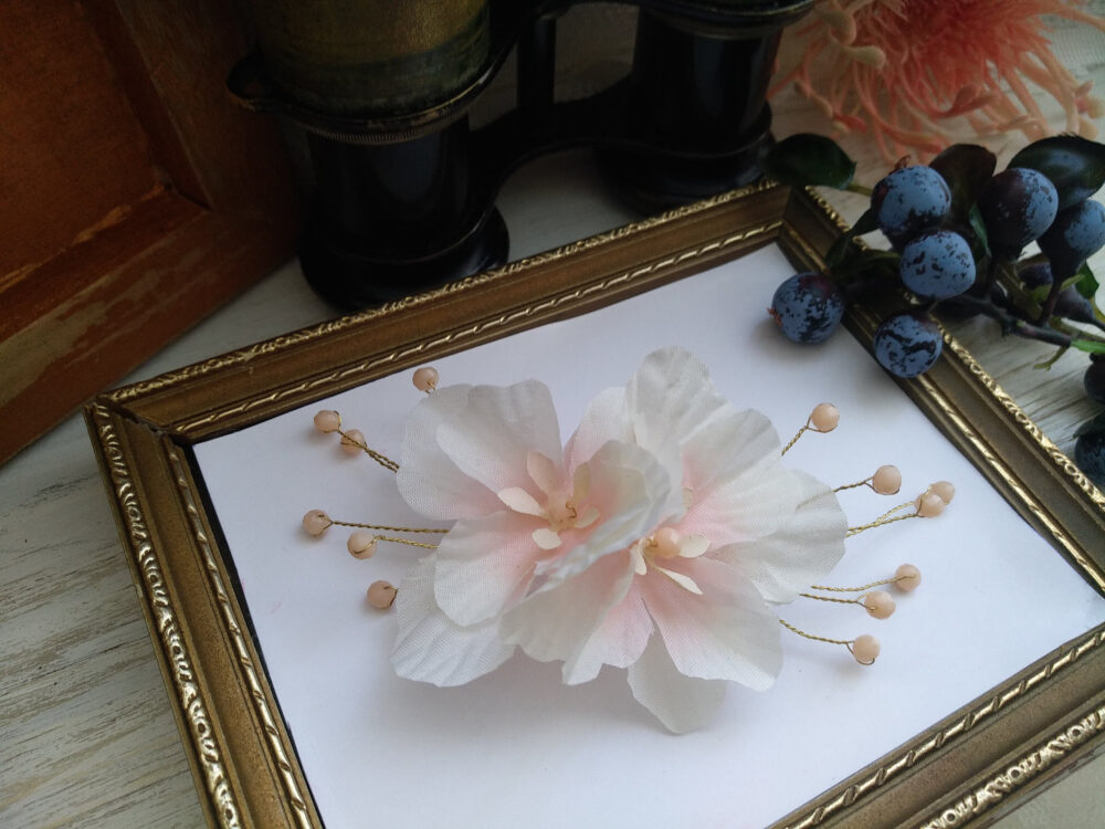 White Floral Hair Pin, Wedding Pins, Hairpiece, Flower Clips, Clip, Fake Flowers For