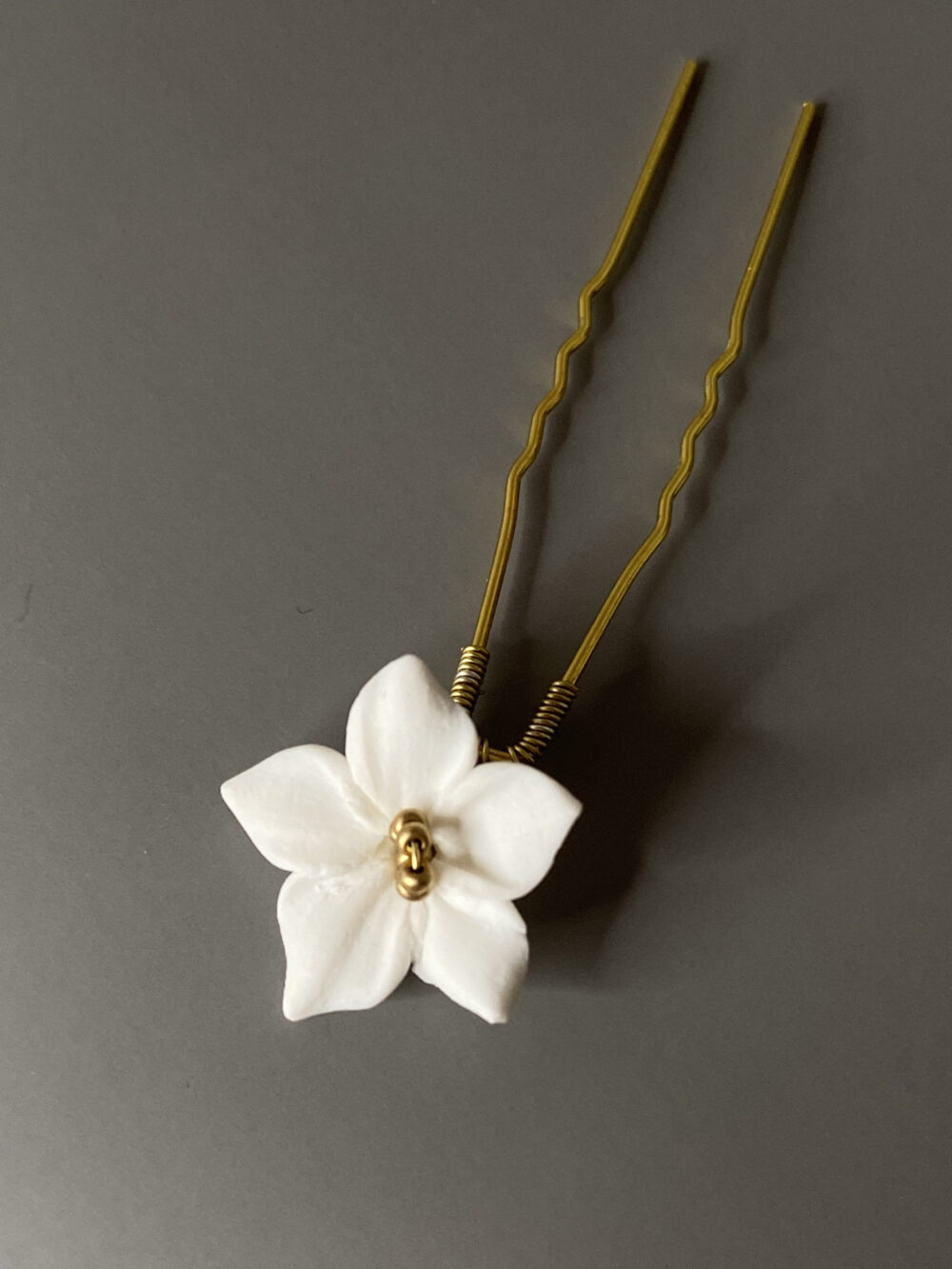 Wedding Ivory Flowers Hair Pin, Bridal Floral Ivory Gold Headpiece, Flower Accessories, Floral Design