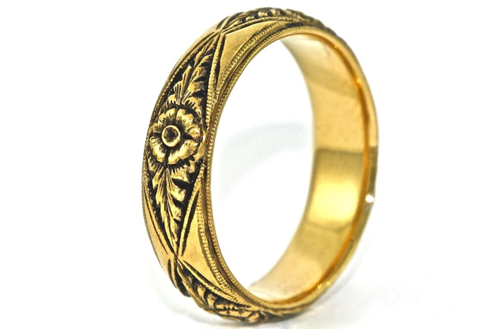 14Kt Black & Yellow Gold Hand Engraved Wedding Band