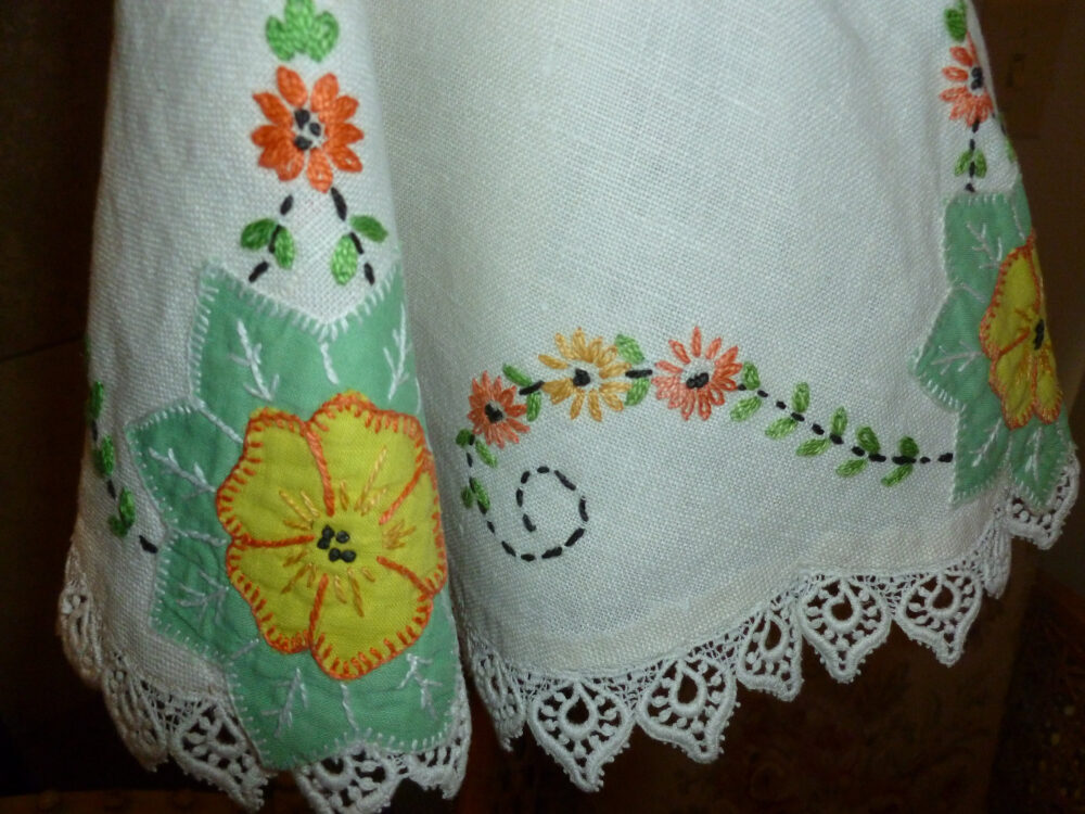 Delightful Vintage Embroidered Floral Doilie With Lace Trim/23 Inch Diameter
