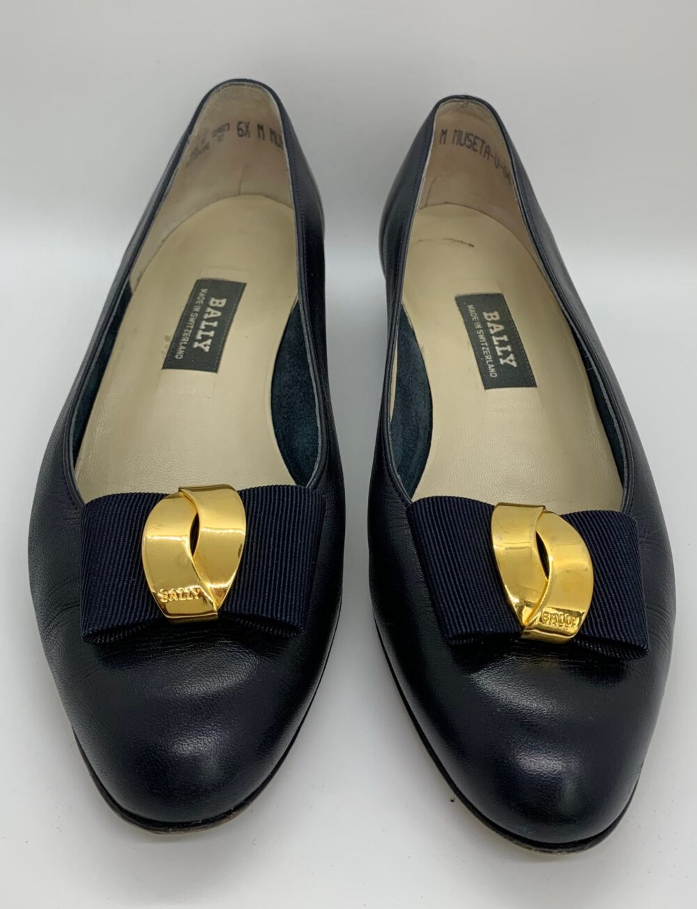 Vintage   Bally Museta Classic Navy Leather Low Pumps  Women's Shoes Bow Gold Logo Made in Switzerland Size 6.5M