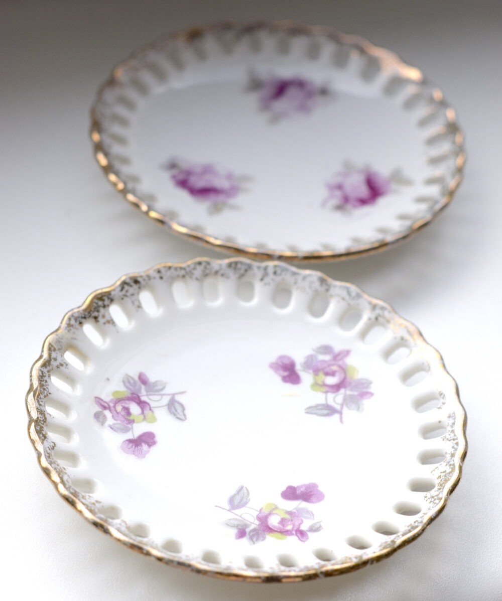 Set Of 2 Petite Round Porcelain Trays. Lace Trim. White With Delicate Pink Flowers & Gold Accent