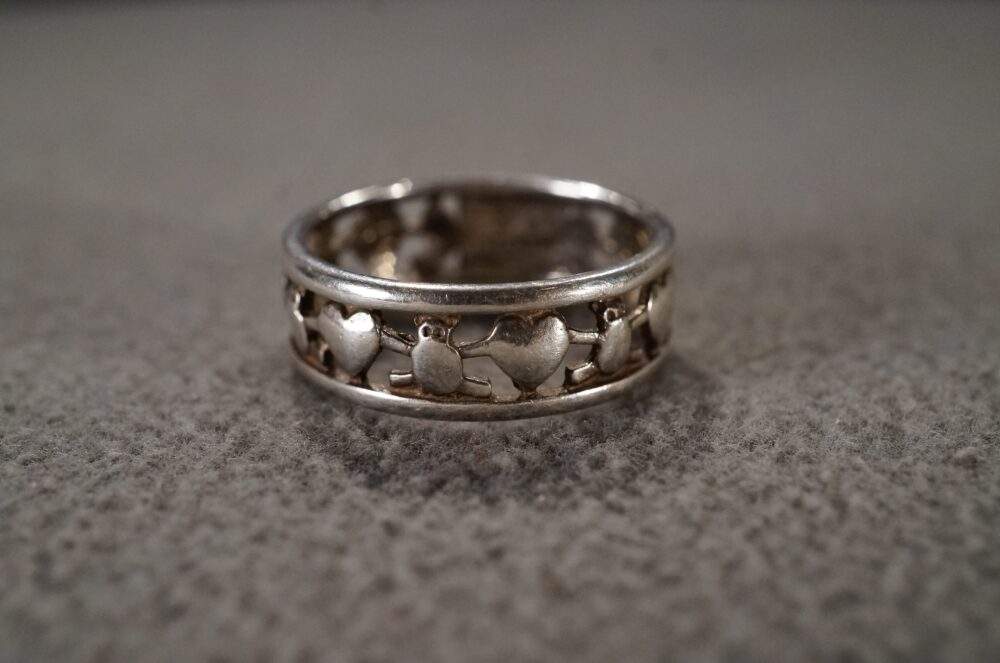 Vintage Sterling Silver Wedding Eternity Band Stacker Design Ring Multi Puffed Heart Art Deco Style Classic Collectable, Size 8