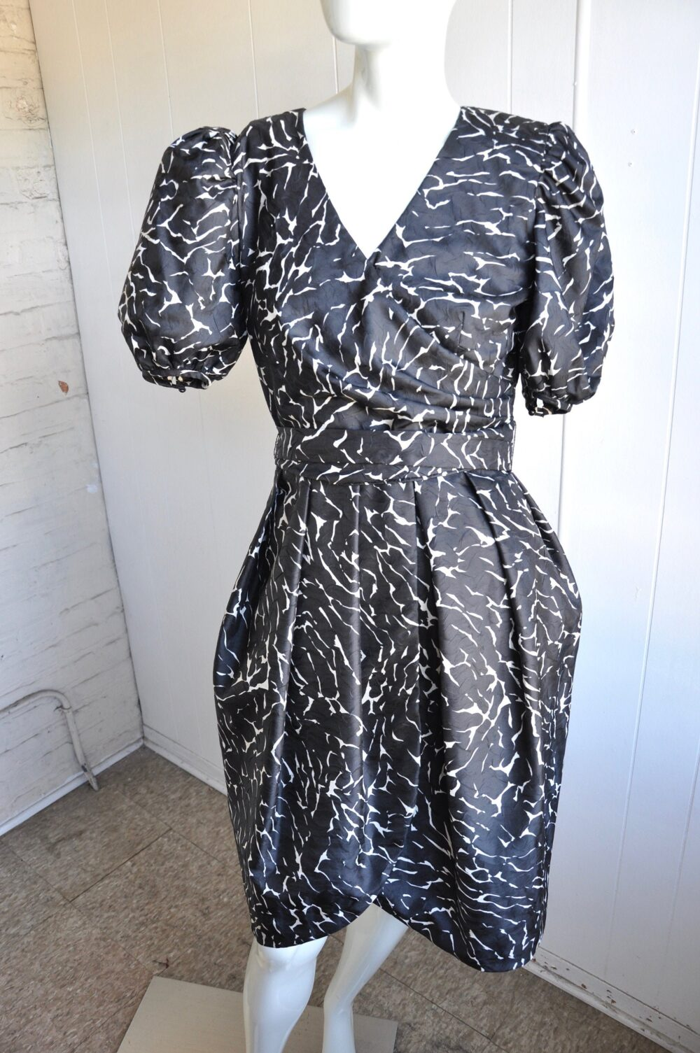 60S Neiman Marcus Black & White Party Dress with Balloon Skirt & Puffy Capped Sleeves, Size 8, Abstract/Geometric/Union Made/Hepburn