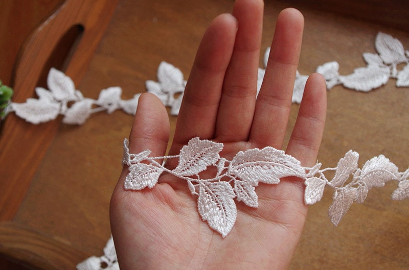 10 Yards Lace Trim With Leaves Dg114B