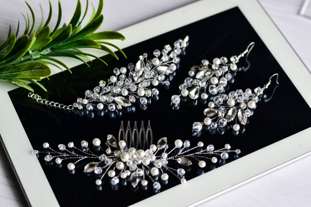 Pearl Delicate Wedding Comb With A Set Earrings & Bracelet, Bridal Hair Clip, Pearl Comb, Bracelet