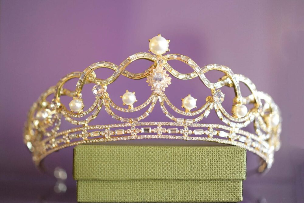 Bridal Pearl Tiara in Gold For Wedding Crown, Bride With Crystals & Pearls, Hair Jewelry, Art Deco