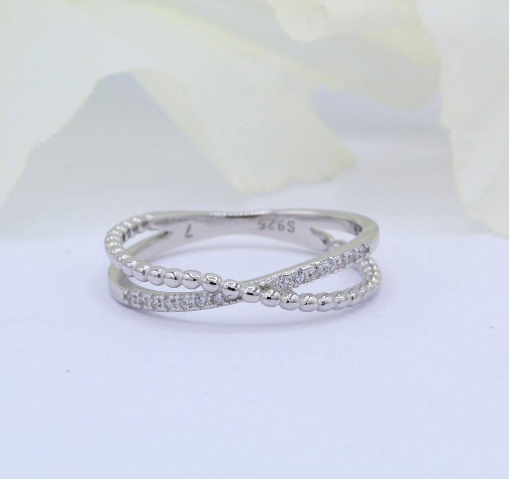 x Crisscross Infinity Band Ring Round Diamond Cz 925 Sterling Silver Beaded Thumb Gift