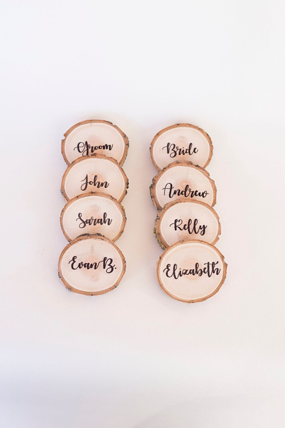 10 Rustic Wedding Place Cards, Wood Name Card, Card With Bark, Personalized Slice Log